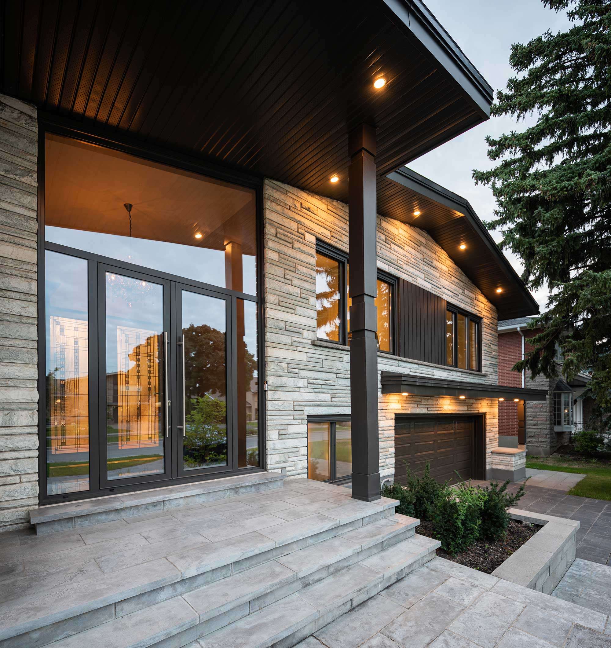 Woodbine residence outside entrance modern windows demeure Woodbine entrée extérieure tres modernes